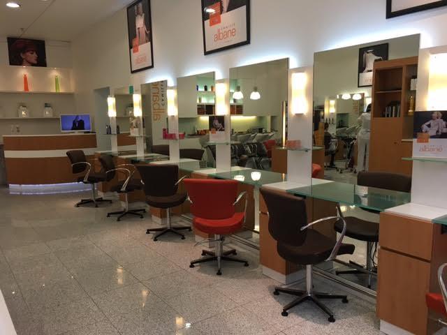 Coiffeur clermont ferrand camille albane clermont fd for Salon de coiffure clermont ferrand