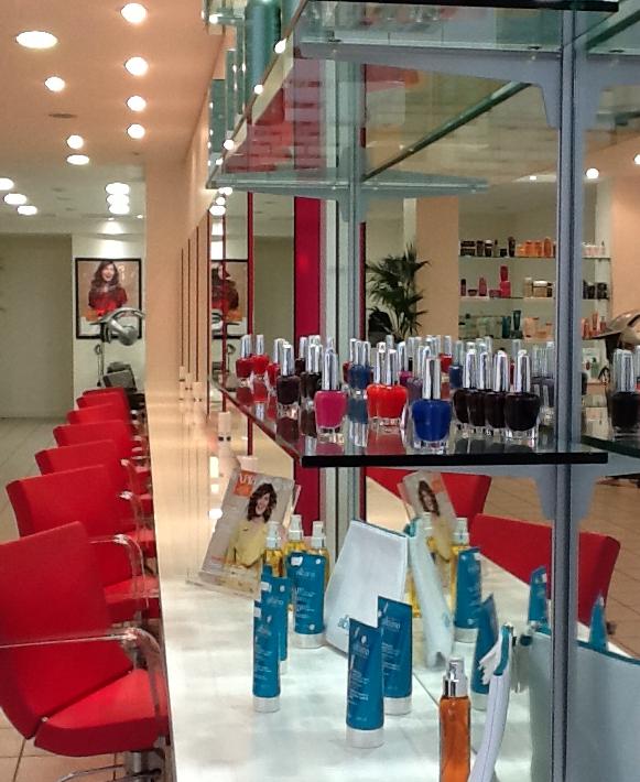 Salon de coiffure lille rue de paris coiffures f minines for Salon de coiffure paris 13