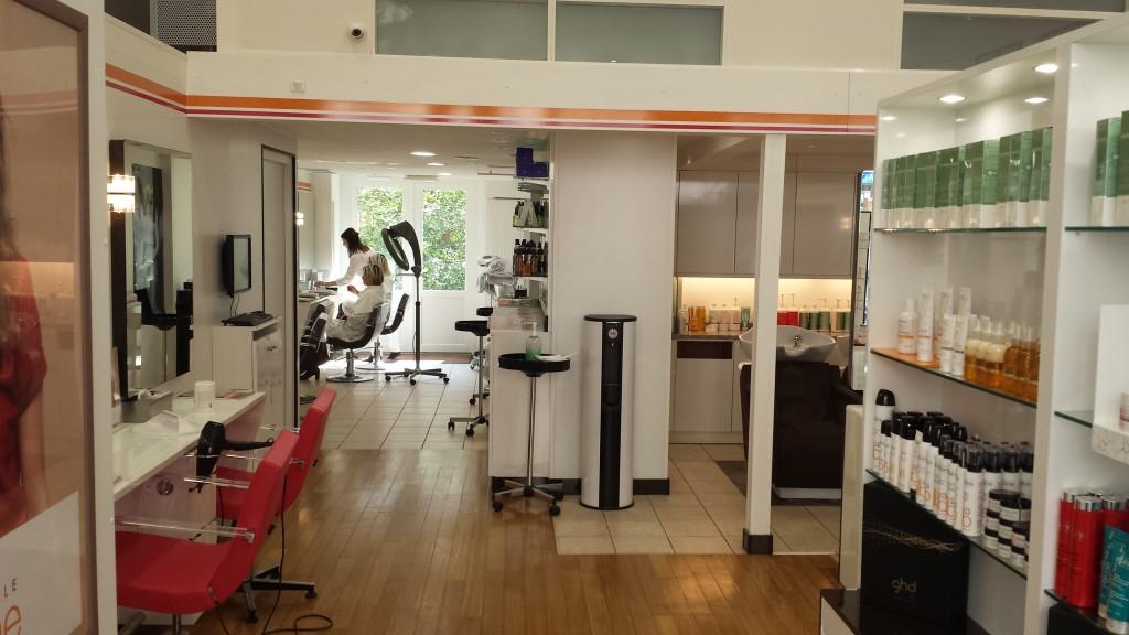 Prix coiffure camille albane coiffures modernes et for Prix salon de coiffure