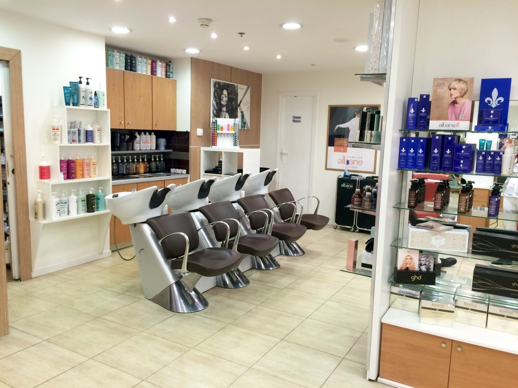 Salon de coiffure cnit la defense coiffures la mode de for Salon de la coiffure 2017
